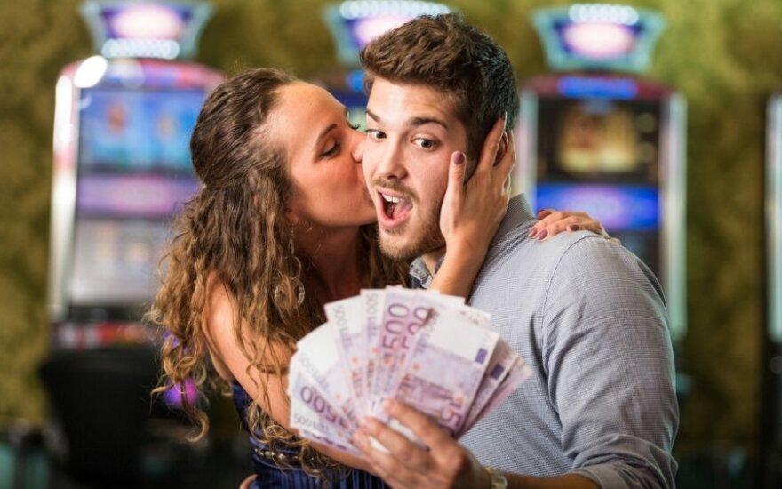 Kokių klaidų nedaryti poroje sprendžiant finansinius klausimus