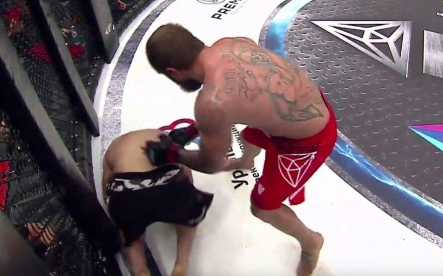 Rusijos MMA žvaigždė Jemeljanenka nokautavo brazilą