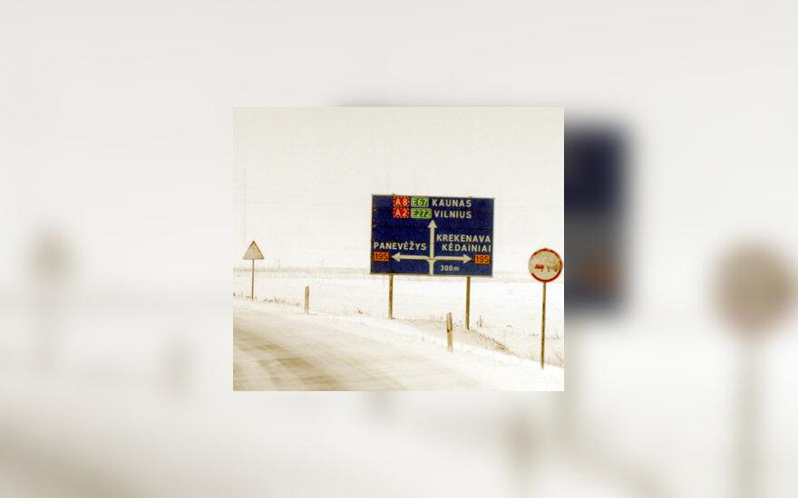 Keliai žiemą, sniegas, kelio ženklai