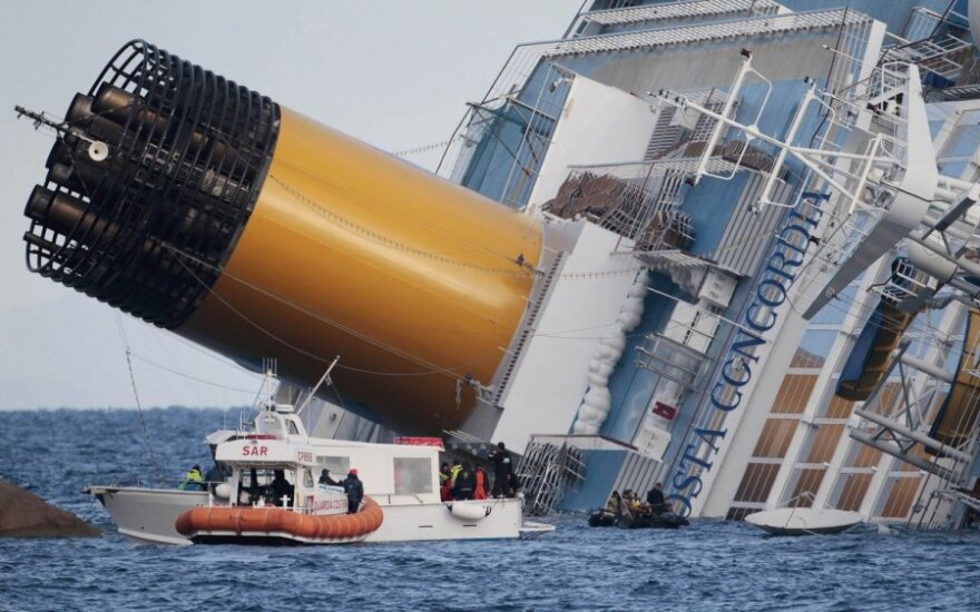 "Skęstantis laivas ""Costa Concordia"""