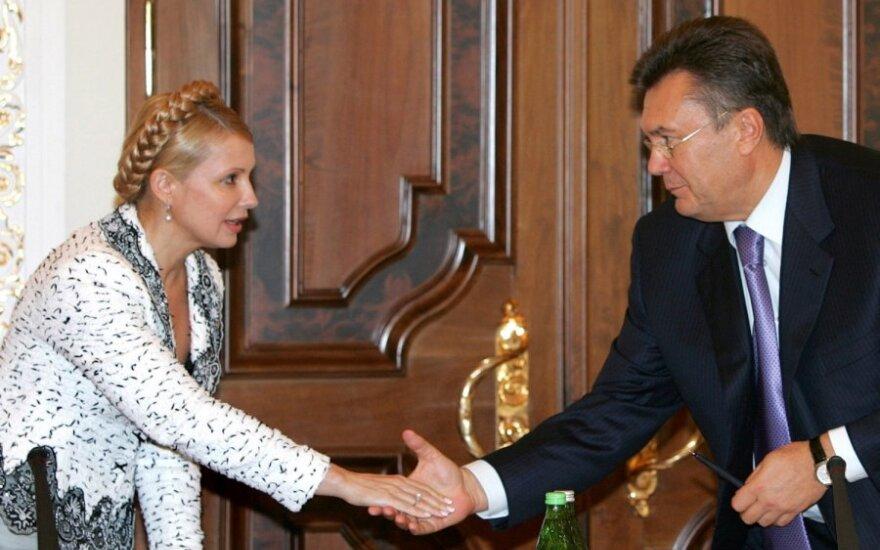 """J. Tymošenko iškvietė V. Janukovyčių į """"dvikovą"""""""