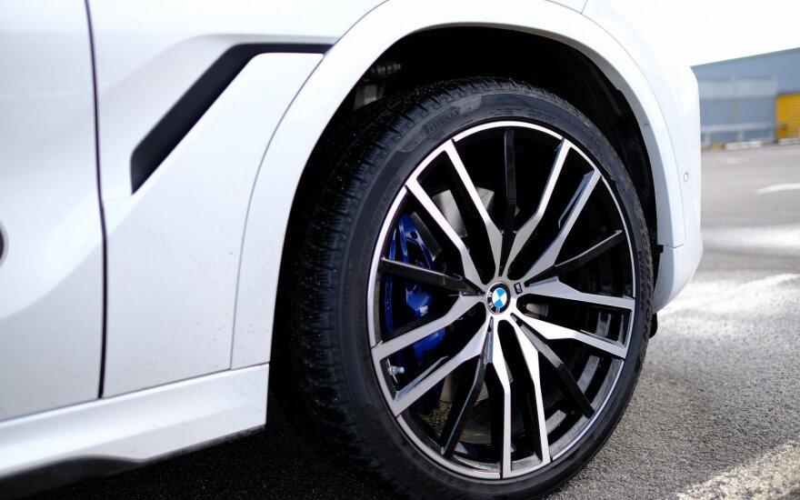 BMW nusipirkęs vyras liko ir be mašinos, ir be pinigų