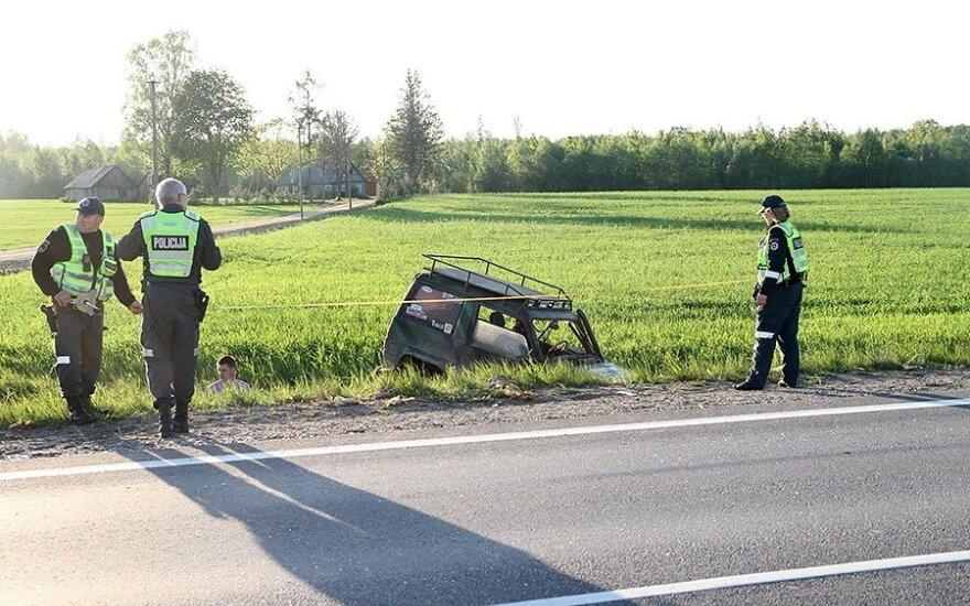 """""""Via Baltica"""" susidūrė vilkikas ir visureigis, vienas žmogus žuvo"""