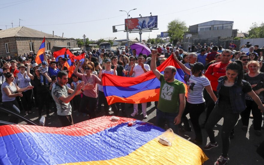 Armėnijoje situacija kaista: blokuojami keliai, sutelkta riaušių policija