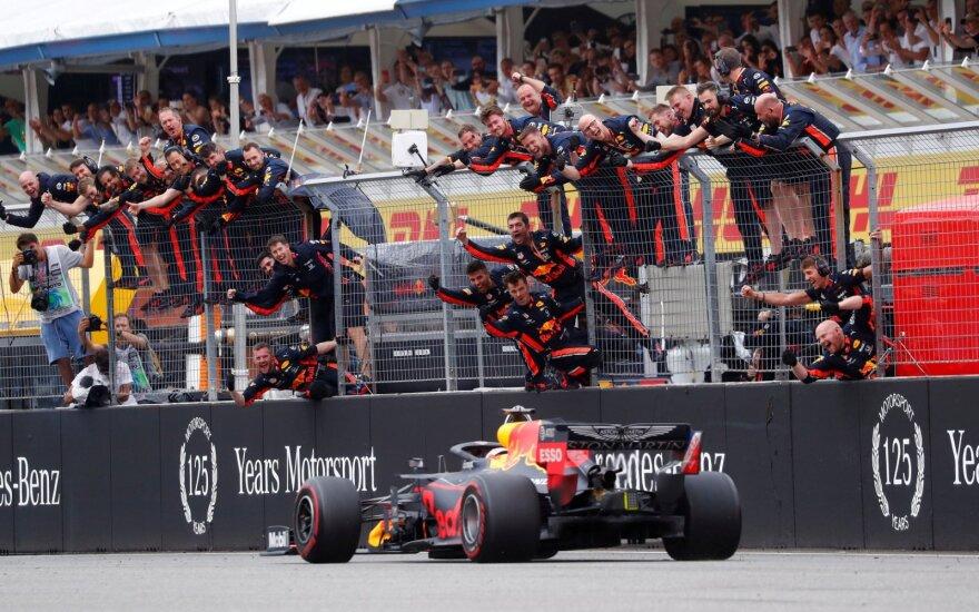 Komanda sveikina Maxą Verstappeną su pergale