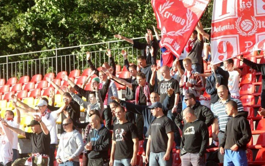 """Lenkijai futbolo chuliganų """"išdaigos"""" per 13 metų kainavo 330 milijonų zlotų"""