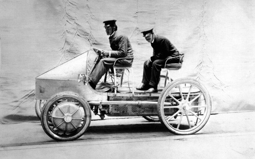 Pirmasis pasaulyje hibridas Lohner-Porsche (1889 m.)