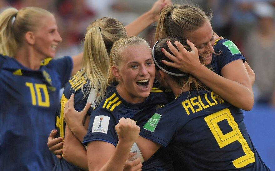 Švedijos moterų rinktinė džiaugiasi Stinos Blackstenius įvarčiu