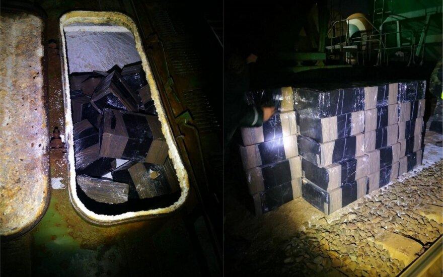 Iš Baltarusijos įvažiavusiame traukinyje su trąšomis pasieniečiai vėl aptiko kontrabandos