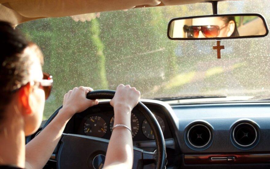 Kryželis automobilyje
