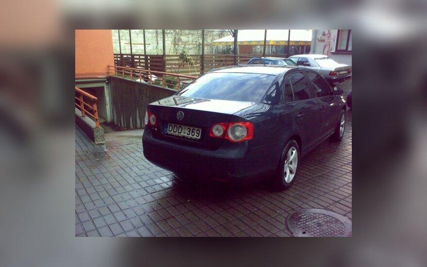 Klaipėdoje, H. Manto g. 40. 2009-11-13, 09.51 val.