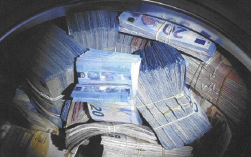 Pinigus skalbyklėje slėpęs olandas įtariamas pinigų plovimu