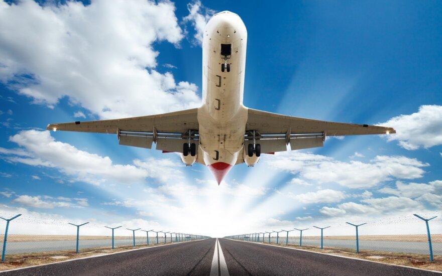 Pramoga turistei baigėsi tragedija: žuvo stebėdama kylantį lėktuvą