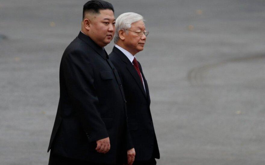 Kim Jong-unas su Vietnamo prezidentu Nguyen Phu Trongu