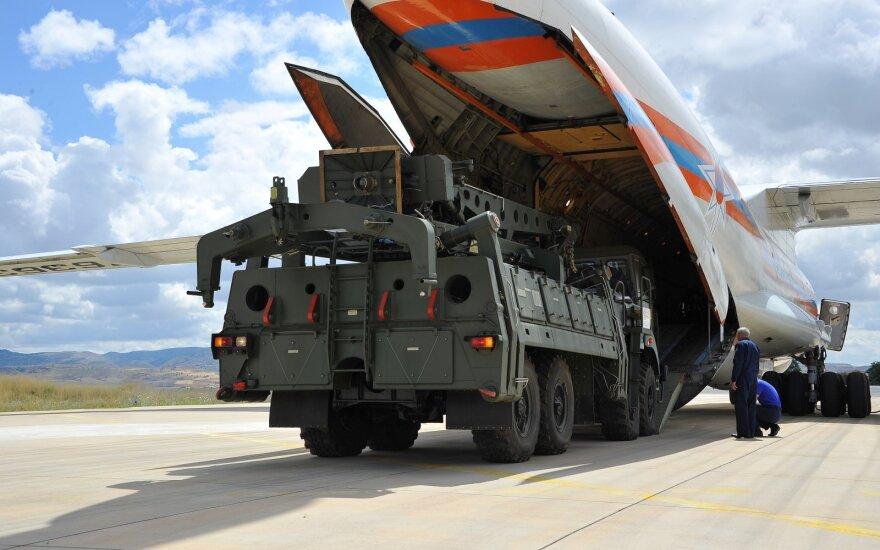 Turkiją gavo dar vieną rusiškos raketų sistemos S-400 komponentų siuntą