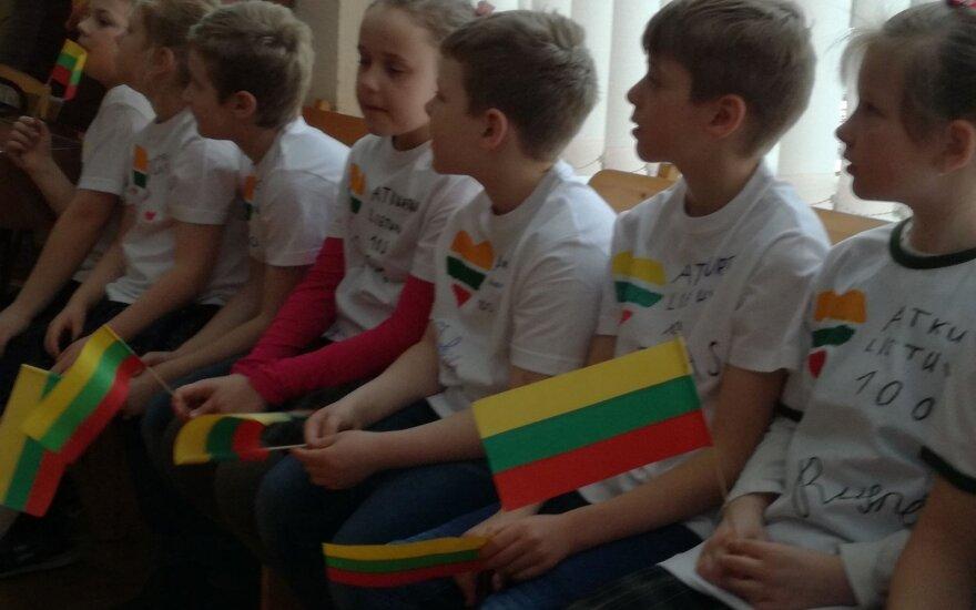 Panevėžio mokyklos mokiniai paminėjo Lietuvos Nepriklausomybės atkūrimo dieną