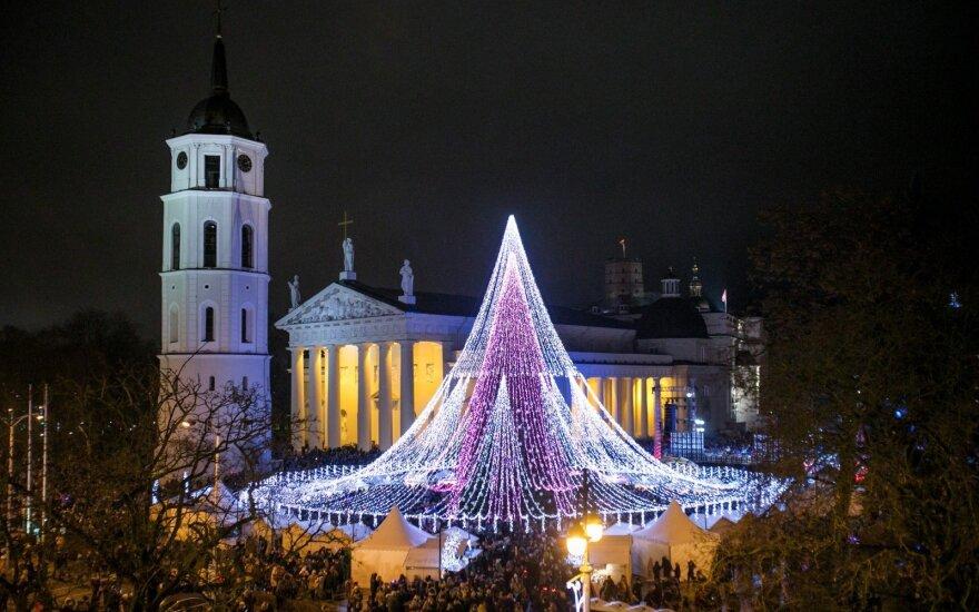 Vilniuje įžiebta pagrindinė Kalėdų eglė