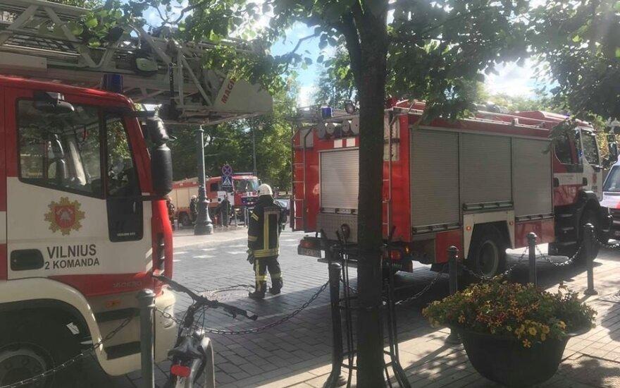 В центр Вильнюса съехалось несколько автоцистерн