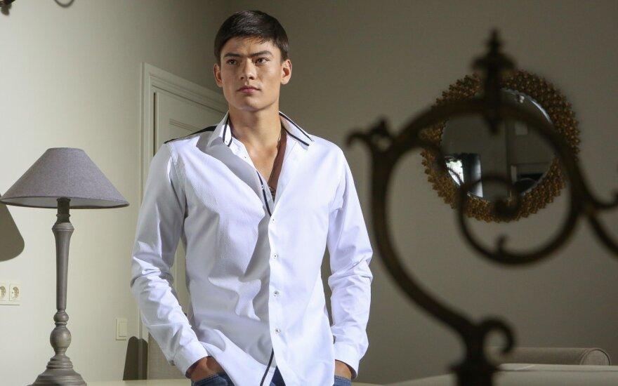 Modelis Tuen Simonas Pham: nesutikčiau būti vyro meilužiu