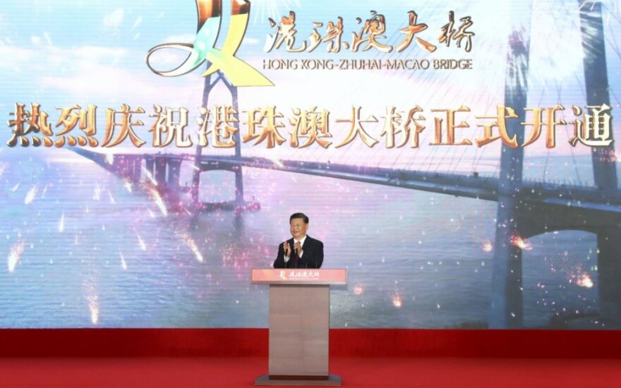 Kinijos prezidentas atidarė Honkongą su žemynu jungiantį tiltą