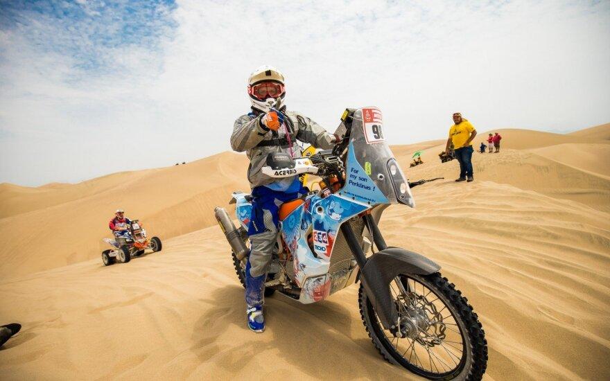 """Lietuvos motociklininkas Dakaro ralyje įveikė """"užkeiktąją"""" ribą"""