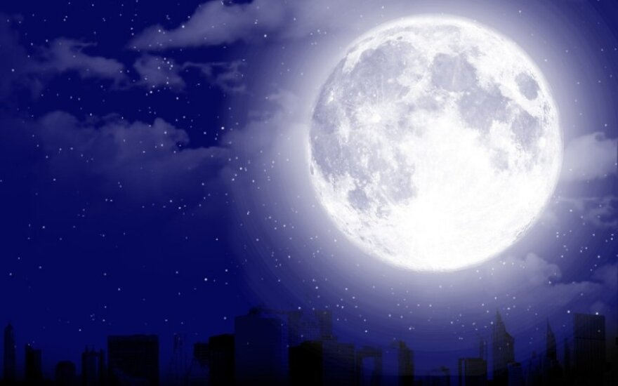 Pilnaties mitai: ar tikrai šviečiant mėnuliui padaugėja avarijų ir paūmėja ligos?
