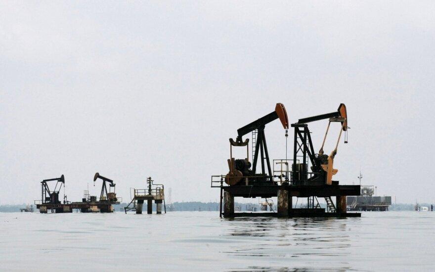 Išaugus JAV veikiančių platformų skaičiui, nafta pinga