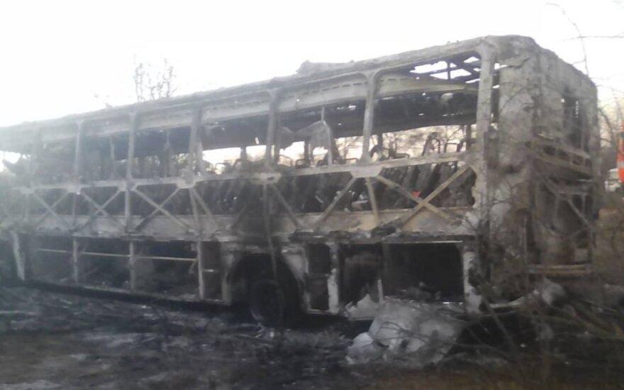 Zimbabvėje užsiliepsnojus autobusui žuvo 42 žmonės