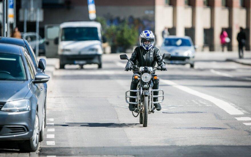 Motociklininkams paaiškino, ką reikėtų įvertinti prieš pamėginant važiuoti greičiau