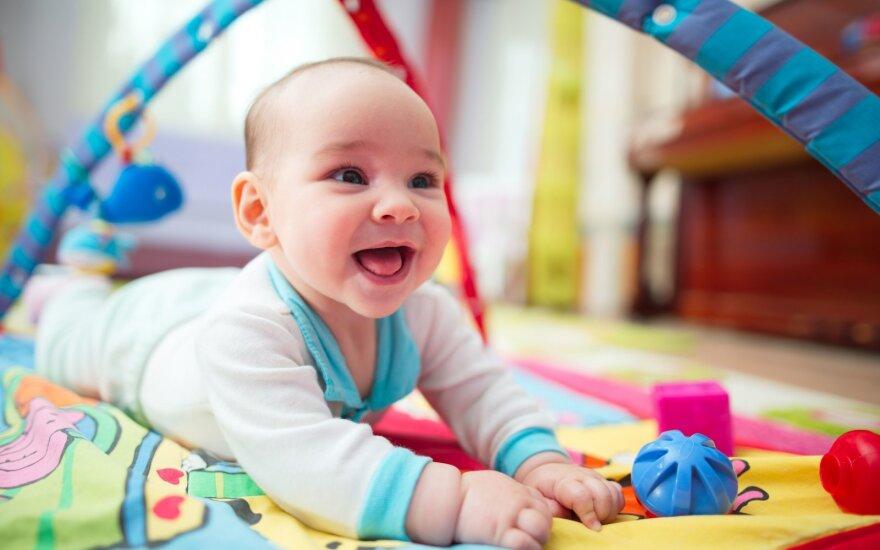 Keturi rankų gamybos žaislai kūdikiams ir mažiems vaikams