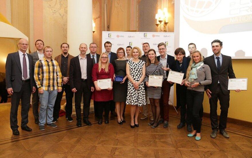 """Konkurso """"Naujasis knygnešys 2015"""" laureatai ir komisijos nariai"""