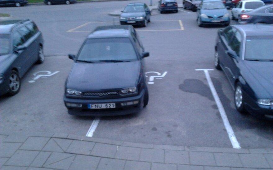 Vilniuje, Didlaukio g. 80A, prie prekybos centro IKI, 2012-05-12