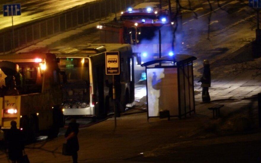 Ketvirtadienio rytą sostinėje užsidegė autobusas