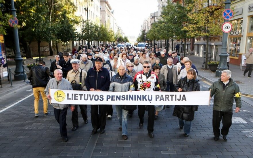 100 protesters in Vilnius demand higher pensions