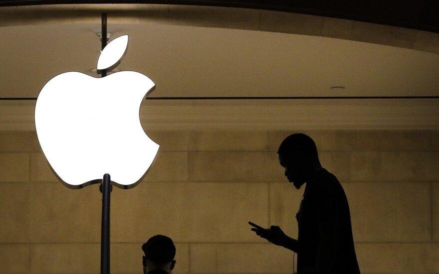 """""""Apple"""" žada atidžiai išnagrinėti kontroversišką Krymo priskyrimą Rusijai"""