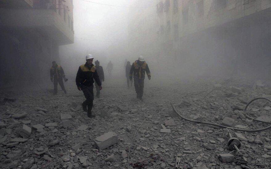 Per mūšius tarp konkuruojančių grupuočių Sirijoje žuvo daugiau kaip 30 žmonių