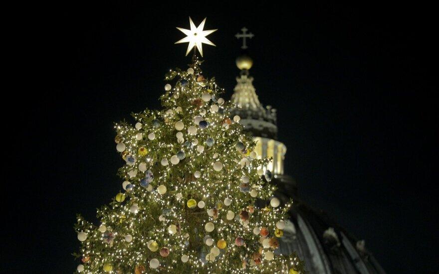 Per Kalėdų eglės įžiebimą Vatikane – popiežiaus raginimas