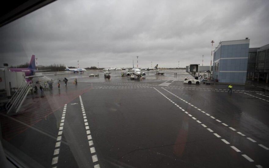 Incidentas Vilniaus oro uoste: nukentėjo bagažo krautuvo vairuotojas