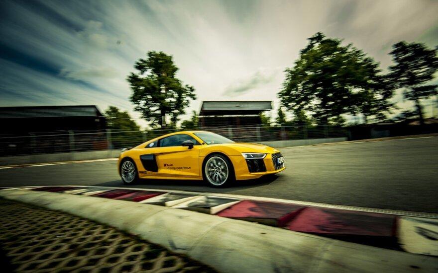 """""""Audi"""" vairavimo mokyklos renginys Bikerniekų trasoje"""