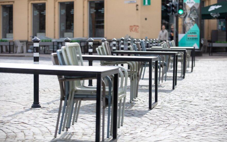 Laisvėjant karantino sąlygoms, veiklą atnaujina lauko kavinės