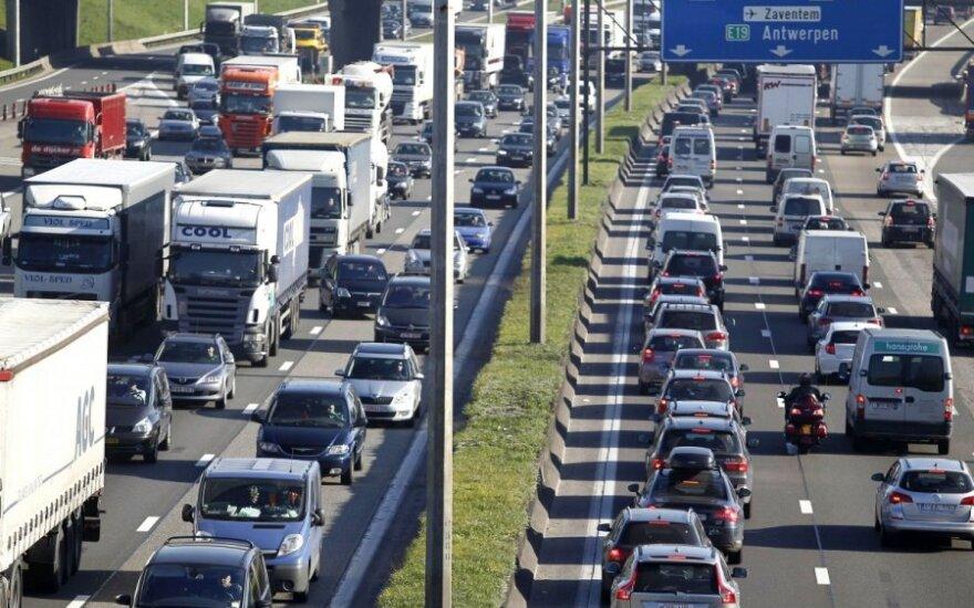 ES automobilių perka vis mažiau
