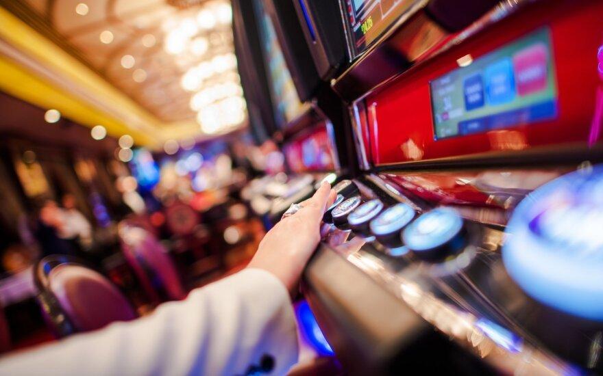Atnaujinti reikalavimai kazino ir lošimo automatų, bingo salonams: pailgintas darbo laikas, reikės matuoti tik darbuotojų kūno temperatūrą