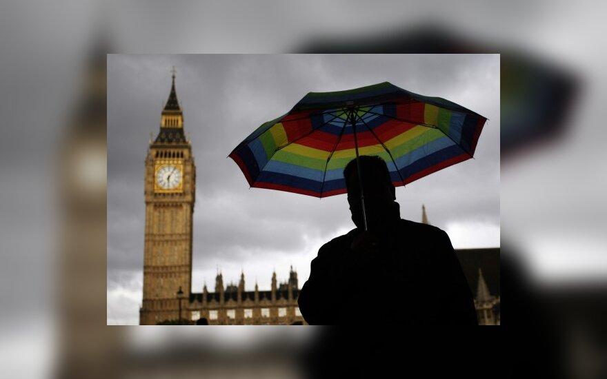 """Britanijoje sunkiausias krizės etapas """"jau praėjo"""""""