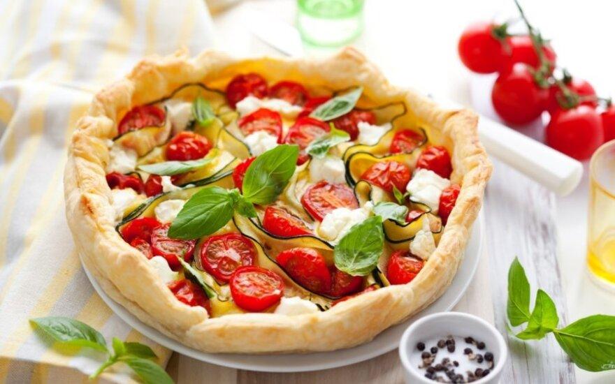 Pyragas su cukinijomis ir pomidorais