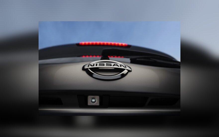 """Įbrėžimus atstatanti """"Nissan"""" dažų technologija bus naudojama ir mobiliesiems telefonams"""