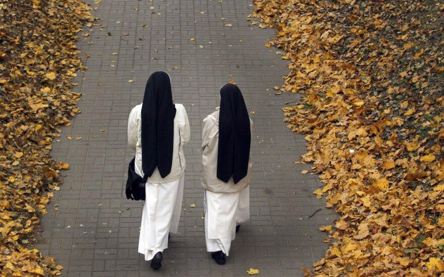 Į Afriką išvykusios dvi vienuolės grįžo pastojusios