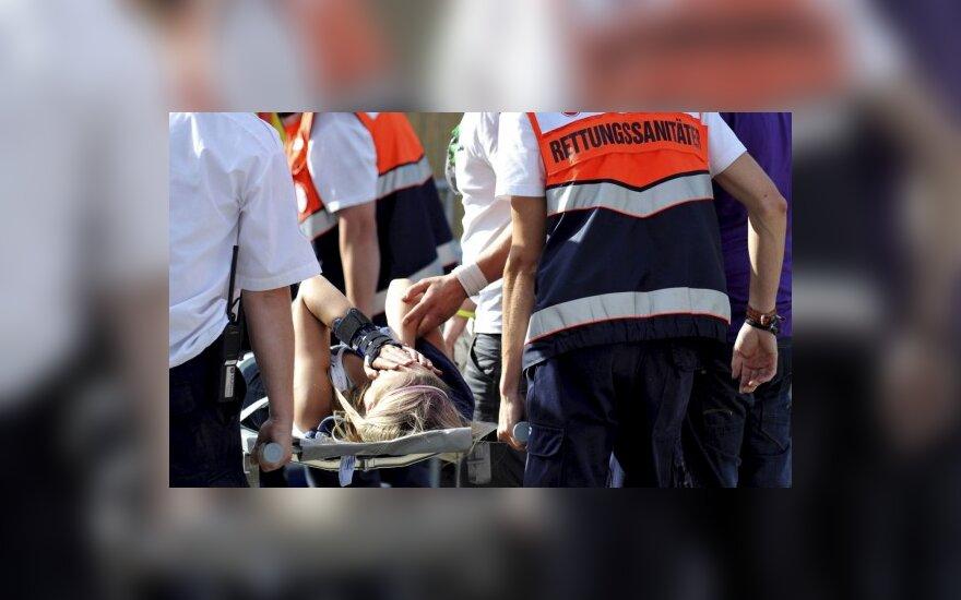 """Vokietijoje per """"Love parade"""" spūstyje žuvo 19 žmonių (papildyta)"""