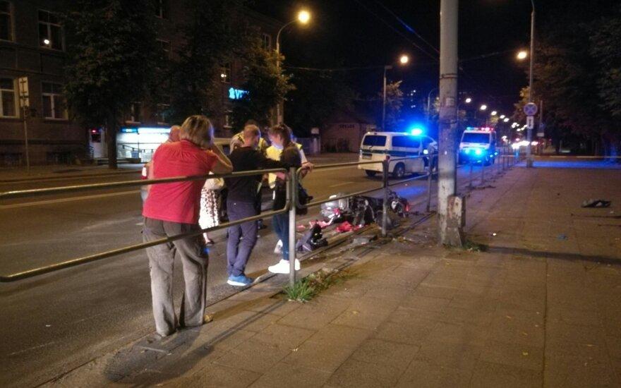 Nufilmuota, kaip susižalojo Vilniuje nuo policijos bėgęs mopedo vairuotojas