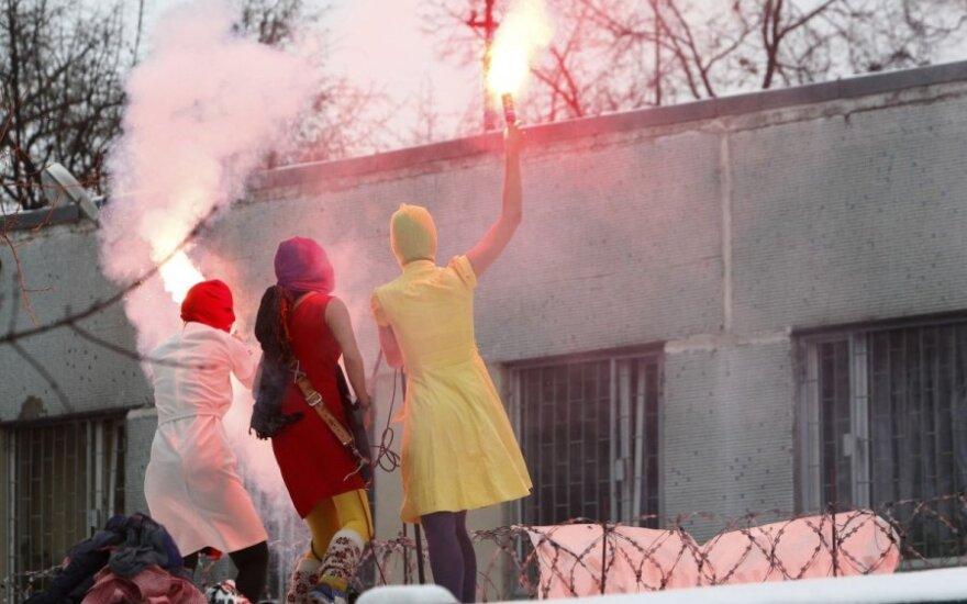 """Merginų pankroko grupė """"Pussy Riot"""""""