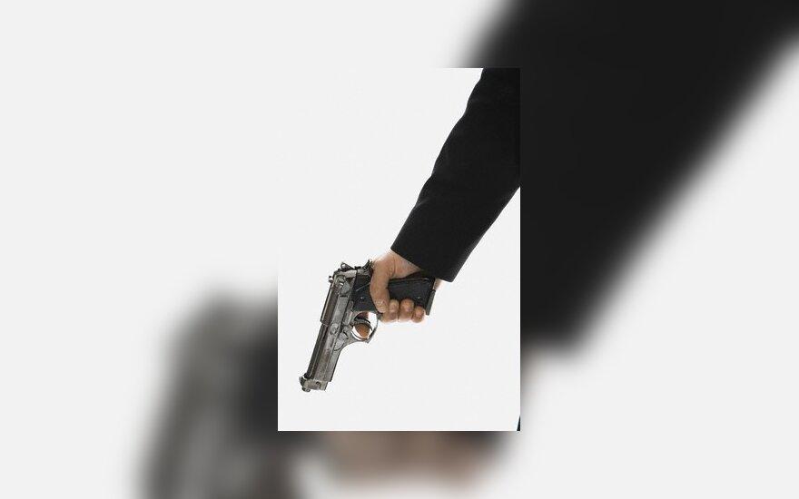 Apsaugininko paleista kulka pataikė vagiui į kaklą